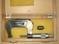 Micrometro in cassetta legno 25-50mm aperto principale