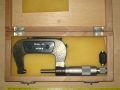 Micrometro in cassetta legno 25-50mm aperto